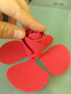 Flores fáciles de Goma Eva efecto 3D de mismanualidadesconeva.blogspot.com