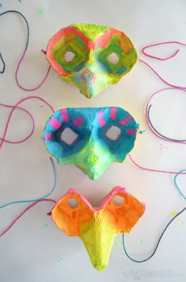 Mascaras de carnaval con hueveras recicladas