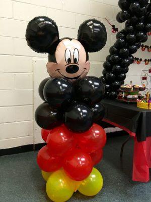 Decoración con globos para fiestas de Mickey mouse