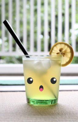 Vasos de limonada decorados para fiestas kawai.